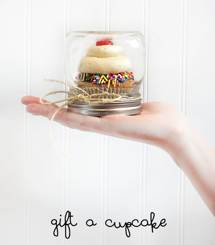 Cupcake Holder Favor For Bat Mitzvah